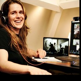 Dutch language professional and experienced teacher 'Nt2' teaches Dutch on all levels using videocalls.