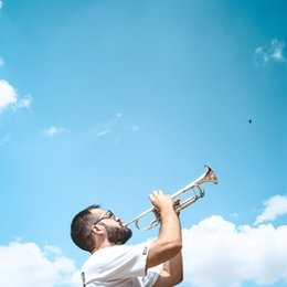 Hello! Are you looking for trumpet lessons ? Let's explore together the Brass sound of Music !!!