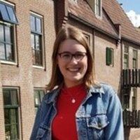Liberal Arts and Sciences Student geeft filosofie les of examentraining in Utrecht