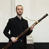 Professional bassoonist teaches BASSOON and MUSIC LESSONS for all levels! (Live and Online)