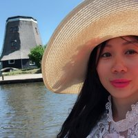 A Vietnamese living in Bilthoven, hoping to help people improve their Vietnamese.